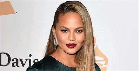 Chrissy Teigen Biography - Facts, Childhood, Family
