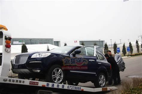Only in China: A Porsche Cayenne Clone with a Bentley