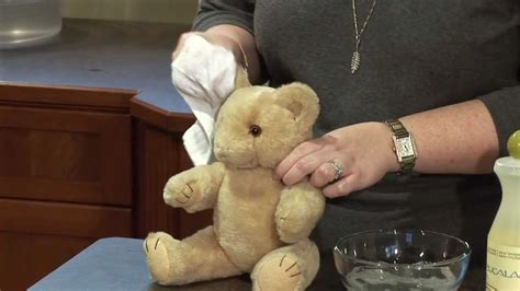 How to: wash a vintage teddy bear - YouTube